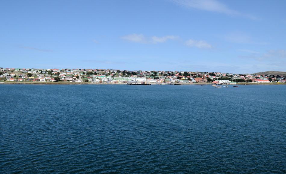 Auf den Falklandinseln leben rund 2900 Menschen, der Grossteil davon in der Hauptstadt Port Stanley. 2013 stimmten die Bewohner in einem Referendum für den Verbleib bei Grossbritannien. Bild: Michael Wenger