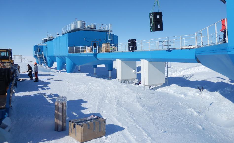 Halley VI spielt eine wichtige Rolle bei globalen Erd-, Atmosphären- und Meteorologischen Beobachtungen. Vor drei Jahren wurde die Station in das globale WMO Netz eingebaut und ist jetzt eine von 3 Stationen in der Antarktis und von insgesamt 29 Stationen weltweit, die solche Beobachtungen durchführen. Bild: NASA