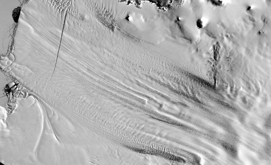 Der Pine Island Gletscher in der Westantarktis ist einer der fünf grössten Eisströme in der Antarktis. Er ist für rund 25 Prozent des Eisverlustes in der Antarktis und besitzt den grössten Anteil an Eisbergbildung im Meer. Bild: NASA