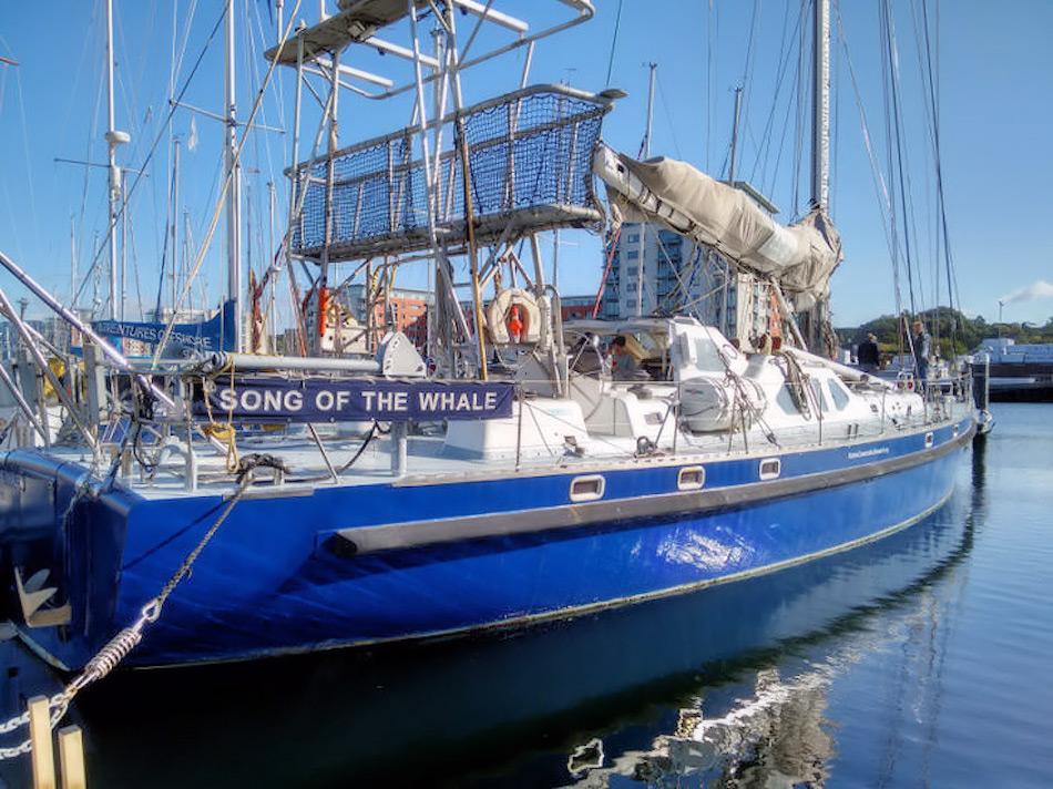Das 21 Meter lange Forschungsschiff wurde spezifisch für Meeresforschung gebaut, besonders für Walforschung. Es wird von der Marine Research Conservation betrieben und besitzt einen Stahlrumpf, der geeignet für die polaren Regionen ist. Bild: Susannah Calderan