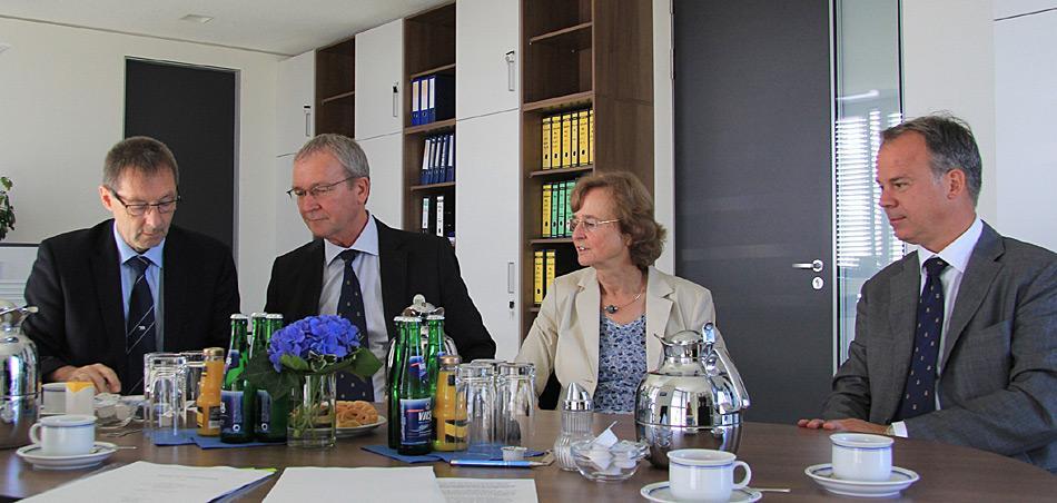 Dr. Uwe Nixdorf (Verwaltungsdirektor AWI), Roland Pallutz (kaufmännischer Geschäftsführer F. Laeisz), Prof. Karin Lochte (Direktorin AWI), Nikolaus Schües (geschäftsführender Gesellschafter F. Laeisz). Foto: Folke Mehrtens, AWI