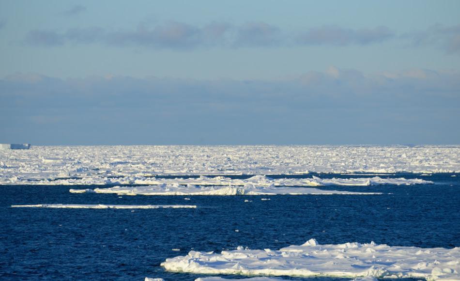 Eisschelfe sind riesige Ausflüsse von Gletschern in den Küstenbereichen Antarktikas und ähneln eisigen Mauern. Für eine lange Zeit glaubten Wissenschaftler, dass diese Eisschelfe den Hauptanteil des in den antarktischen Ozean fliessenden Süsswassers seien. Bild: Michael Wenger
