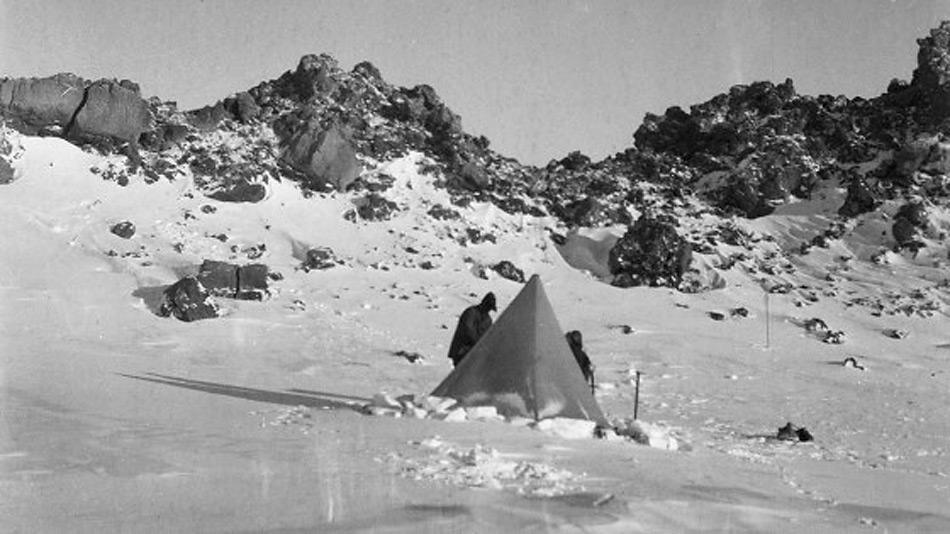 Die Terra Nova Expedition beinhaltete neben der Eroberung des Südpols auch geologische Untersuchungen, so unter anderem auch am Mount Erebus.