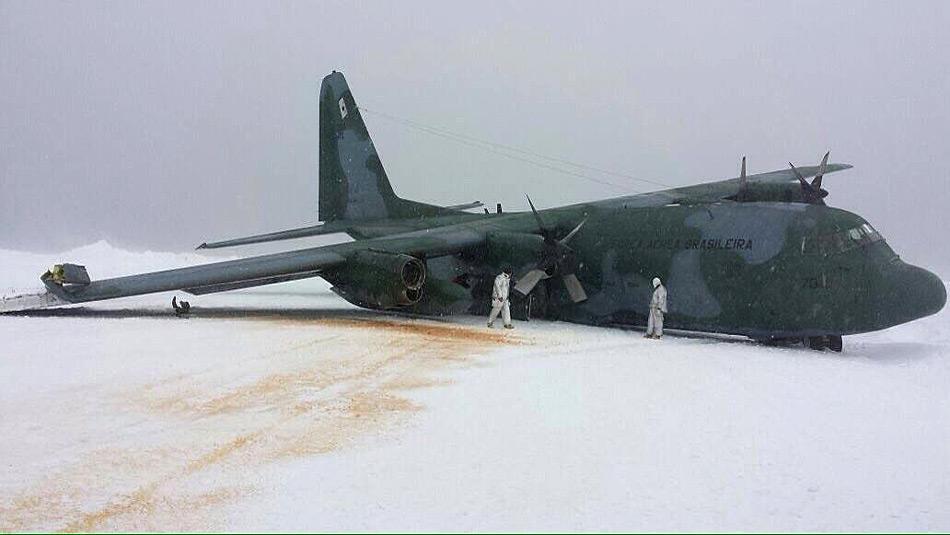 Die abgestürzte Lockheed C.130 blockierte über Tage die Landebahn auf King George Island.