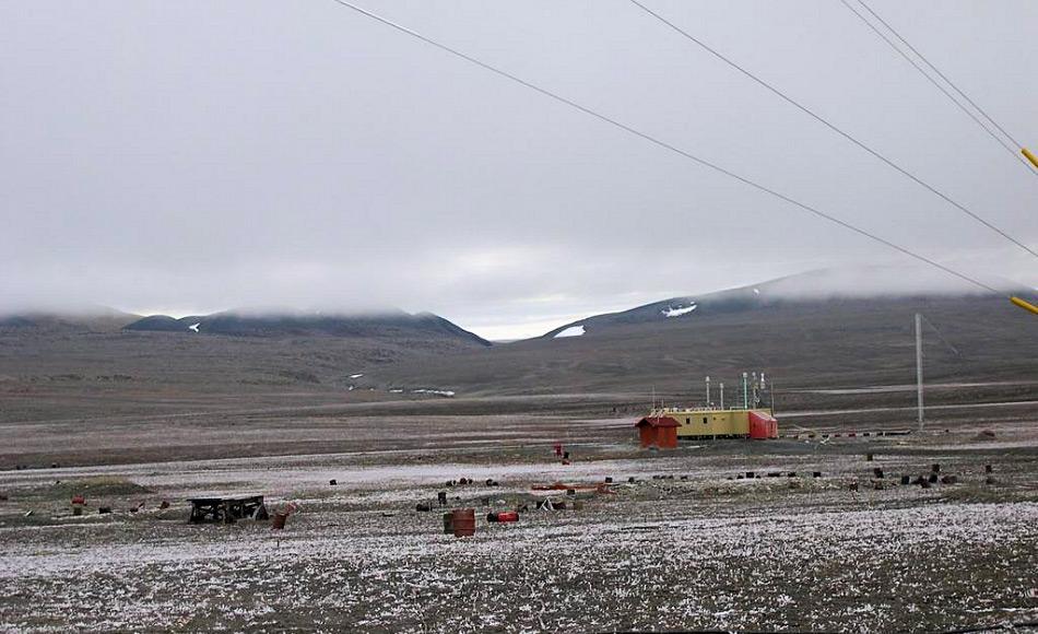Alert ist der nördlichste permanent besiedelte Ort und nur 817 Kilometer vom Nordpol entfernt. Gemäss der letzten Zählung leben hier 62 Menschen. Bild: NASA