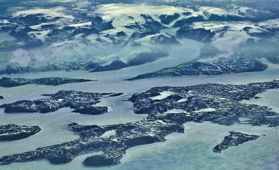 Baffin Island ist Kanadas grösste Insel und die fünftgrösste auf der Welt. Die in der Mitte liegende Barnes Eiskappe enthält das älteste Eis in Kanada und damit auch vitale Informationen über vergangene Klimata. Bild: Ansgar Walk