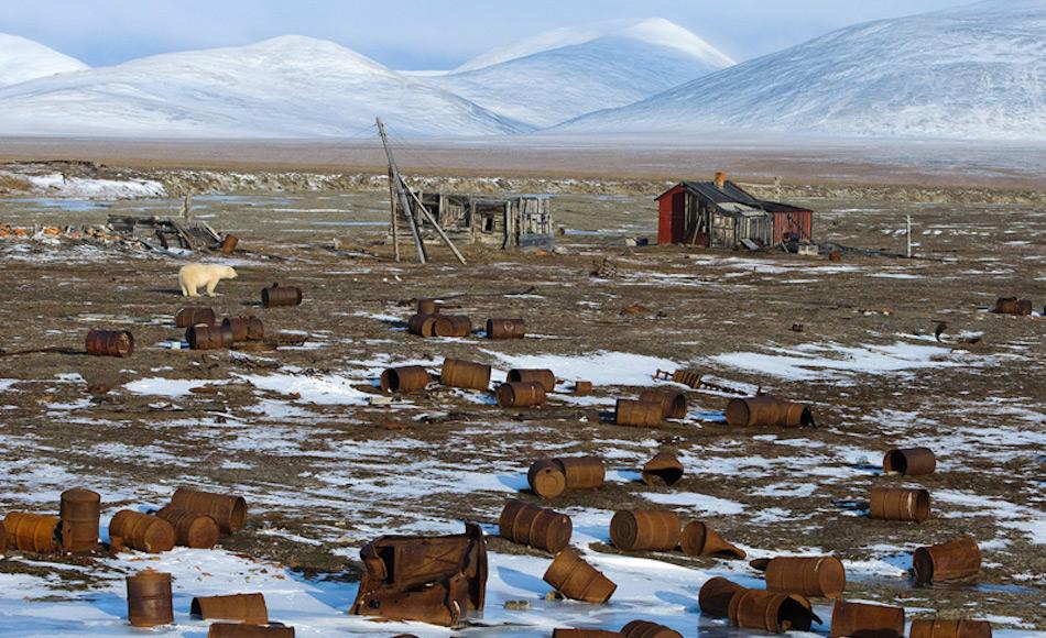 In vielen Regionen der russischen Arktis liegt haufenweise Müll und Schrott in der Gegend und verschmutzt die Umwelt. Dadurch entsteht eine ernsthafte Bedrohung für Tiere und Pflanzen. In vielen Fällen ist der zurückgelassene Schrott ein Relikt aus der Sowjetzeit. Bild: Bellona.org
