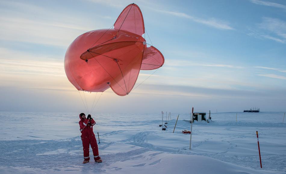 Während der Expedition werden Wissenschaftler wichtige Daten sammeln, die den Einfluss der Arktis auf die globalen Wettersysteme besser erklären sollen. Dazu stehen verschiedene Messinstrumente und Plattformen zur Verfügung. Bild: Esther Horvath