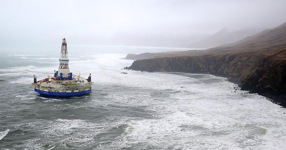 Die Ölbohrinsel «Kulluk» hatte sich am 31. Dezember 2012 vom Schleppschiff losgerissen und war bei Sitkalidak Island auf Grund gelaufen.