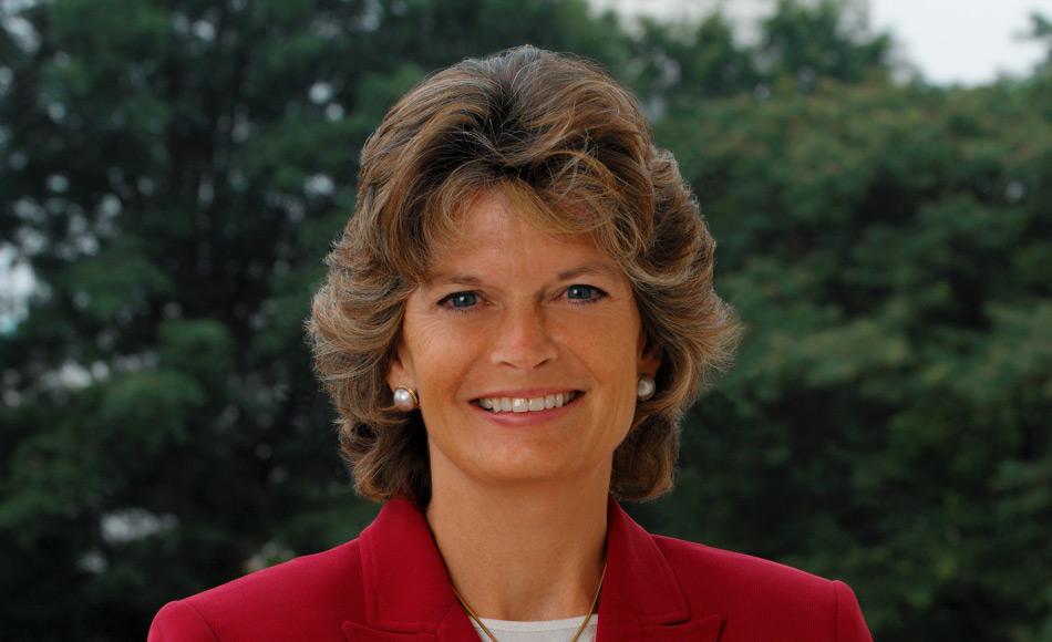 Senatorin Lisa Murkowski (Republikanerin) wurde 2002 als Nachfolgerin ihres Vaters in den Senat gewählt und wurde 2004 und 2010 wiedergewählt. Ihre politische Position gilt als moderat und sie gilt als Verfechterin eines stärkeren US-Engagements in der Arktis. Bild: Wikipedia